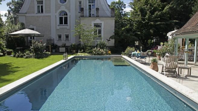 Jugendstilvilla mit modernem Living Pool – ein Umbau