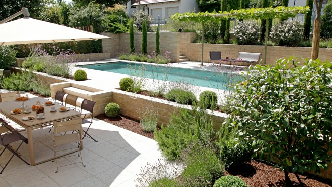 Mediterraner Garten mit Living Pool in Würzburg